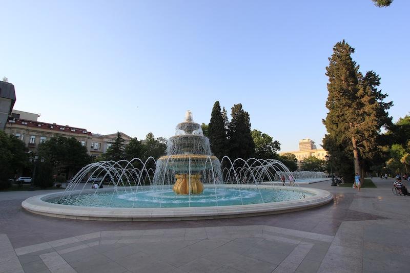 Фонтан в парке Сахиль