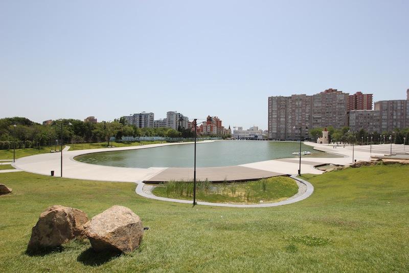 Парк Деде Горгуд в Баку