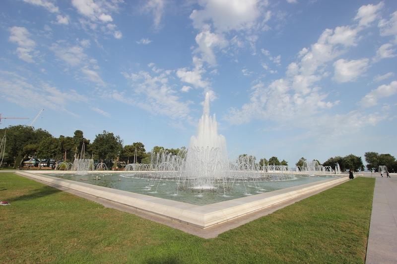 Музыкальный фонтан на площади Азадлыг