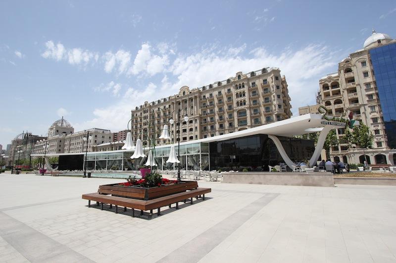 Зимний сквер в Баку
