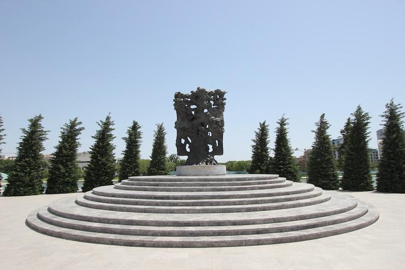 Памятник Китаби Деде Горгуд