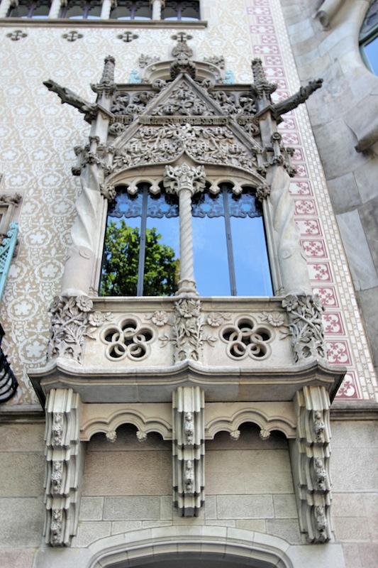 Дом Бальо. Окно главного фасада