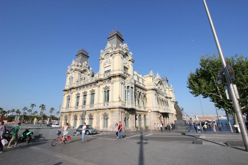 На площади Портал-де-ла Пау