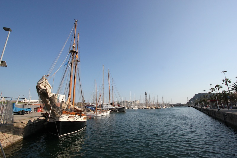 Гавань Барселоны с яхтами