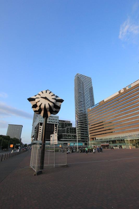 Привокзальная площадь в Гааге