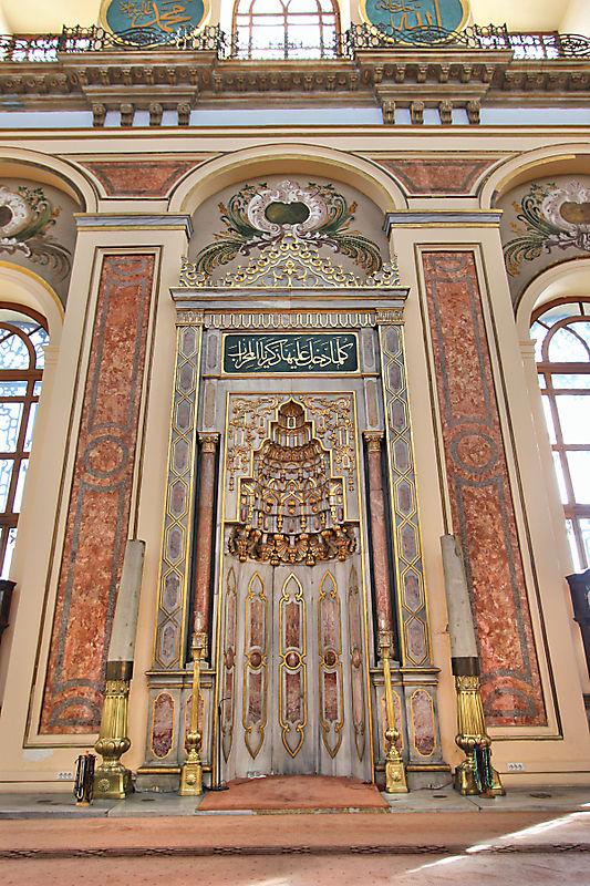 Мечеть рядом с дворцом Долмабахче