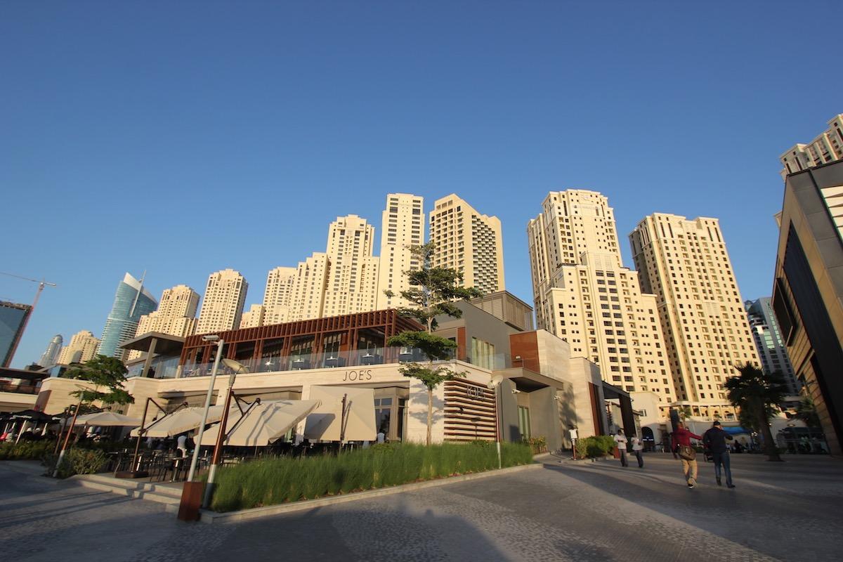 На пляже перед Jumeirah Beach Residence