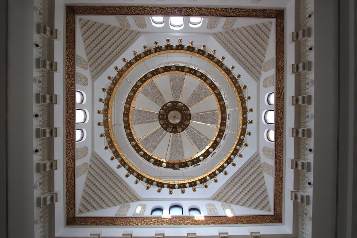 Интерьер мечети Ар-Рахим