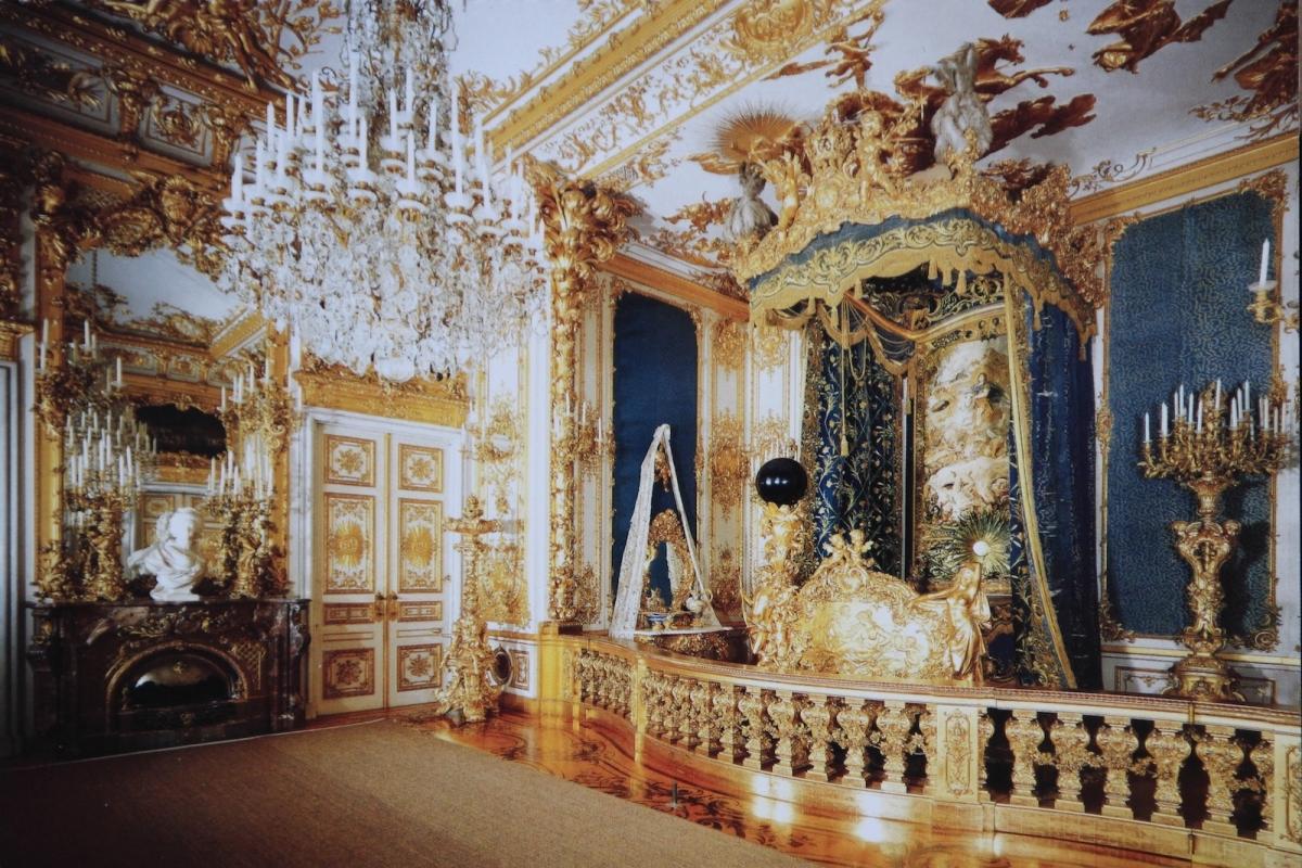 Дворец Херренкимзе. Королевская спальня (фото с открытки)