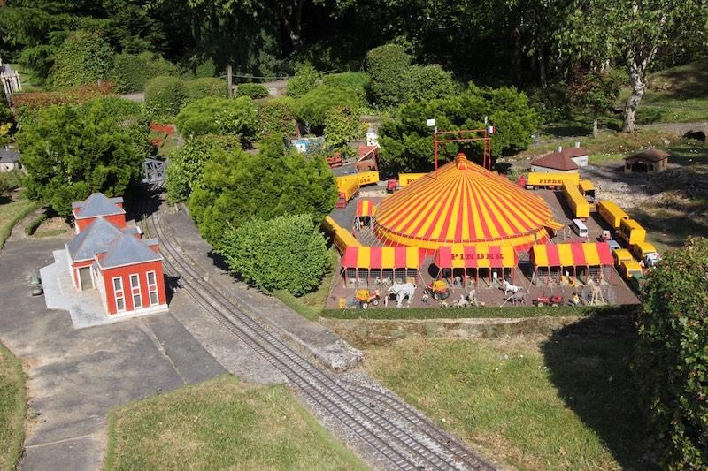 Цирк Пиндер - один из крупнейших во Франции