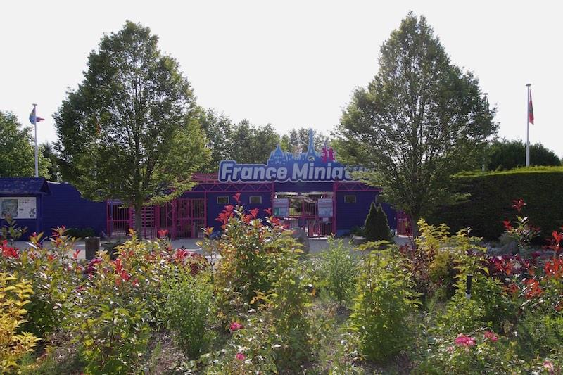Вход в парк Франция в миниатюре