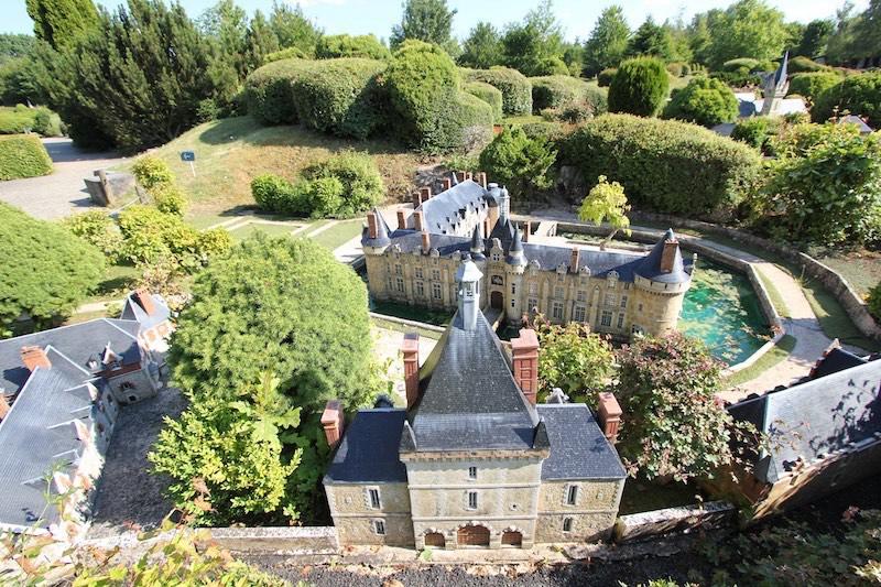 Замок Эсклимон в Сен-Симфорьен-ле-Шато