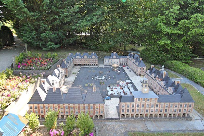 Герцогская площадь в Шарлевиль-Мезьере