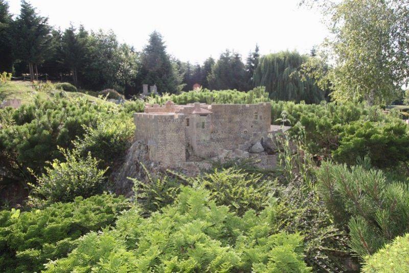 Замок Сен-Мартен-де-Ток в Бизане