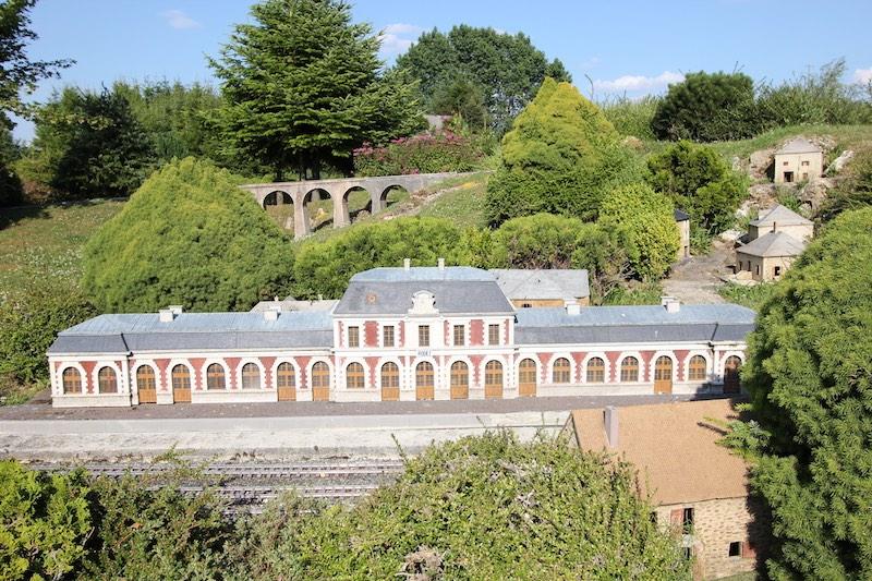 Железнодорожный вокзал и средневековый мост в Родезе
