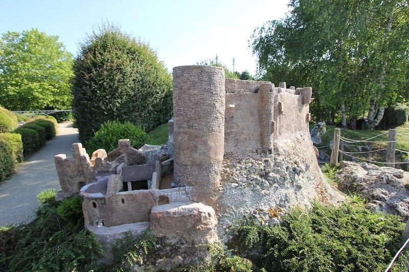 Замок Мюроль в департаменте Пюи-де-Дом