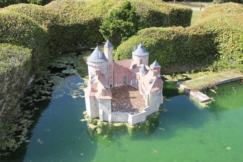 Замок Олен в коммуне Френикур-ле-Дольман