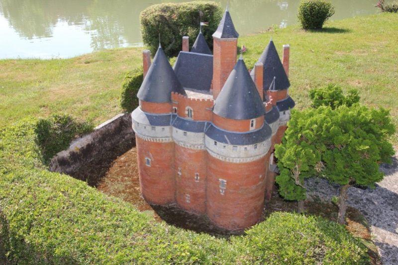 Замок Рамбюр в Пикардии