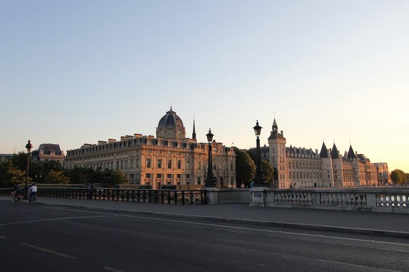 Вид с моста Нотр-Дам на канцелярию торгового суда