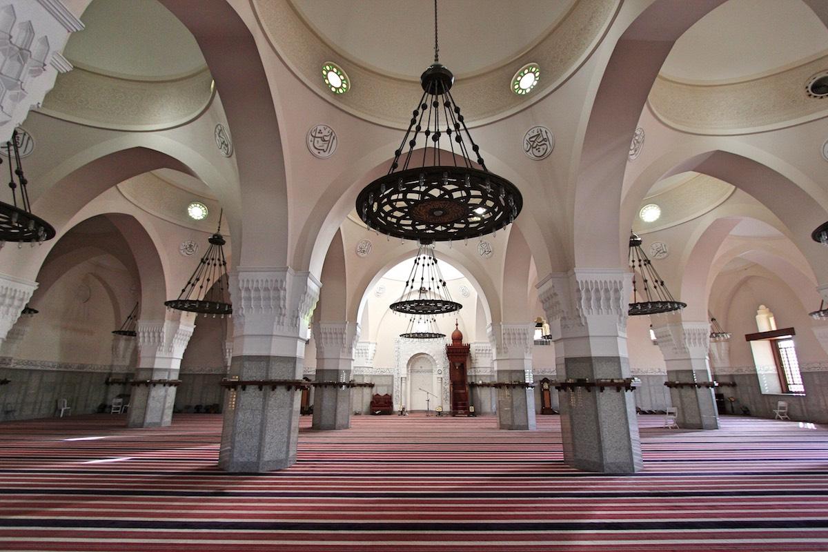 Интерьер мечети Эль-Джуффали