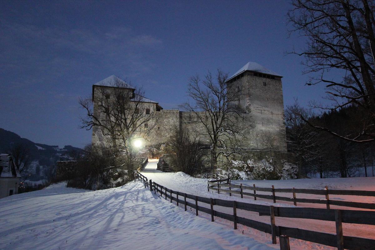 Замок Капрун