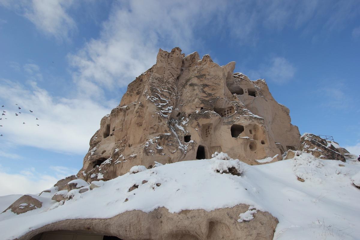 В некоторые пещеры можно было забраться только по верёвке