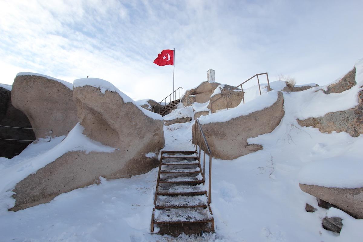 Вершина крепости Учхисар