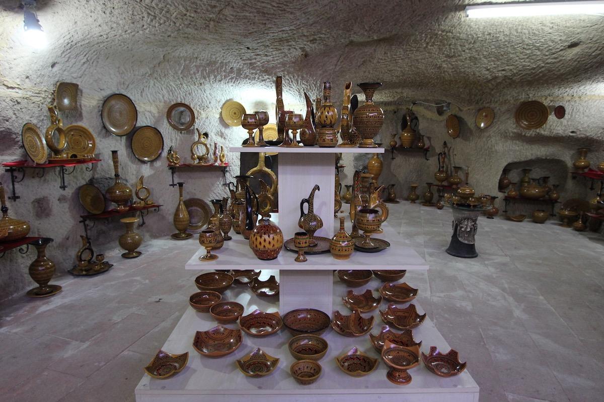 Особой популярностью пользуются изделия с традиционным хеттским орнаментом