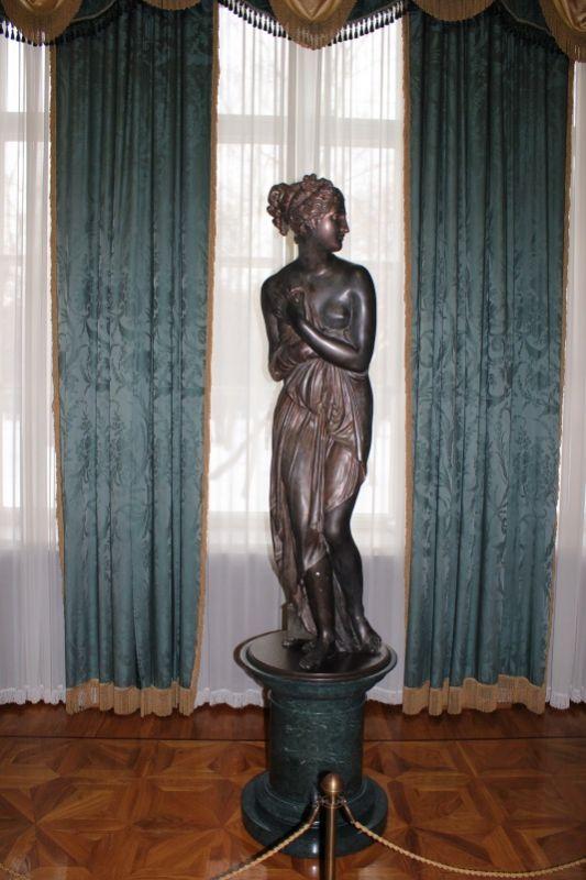 Статуя в Мраморном зале