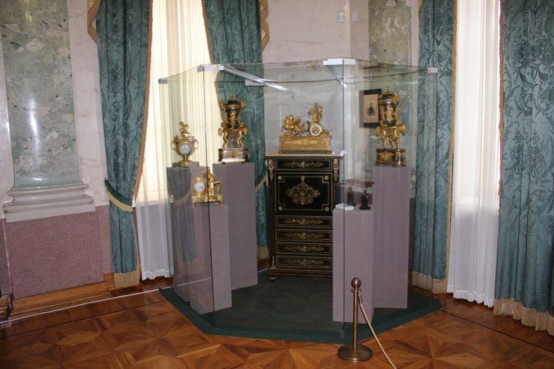 Экспонаты в Мраморном зале