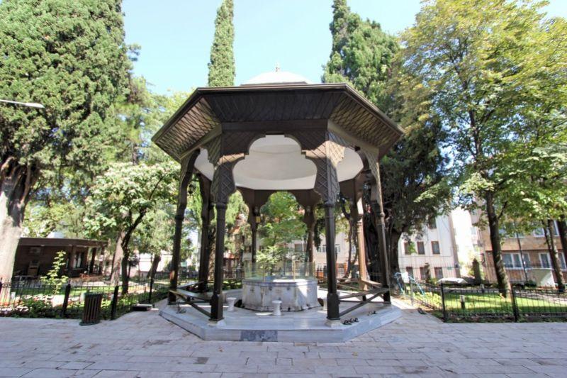 Шадырван перед мечетью Мурадие