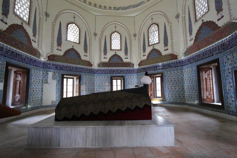 Внутри мавзолея шехзаде Мустафы