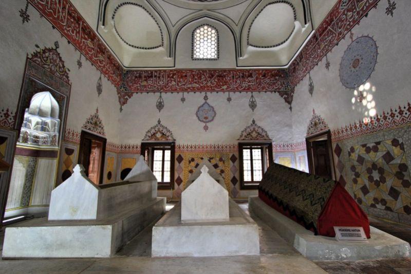 Внутри мавзолея Мукриме Хатун