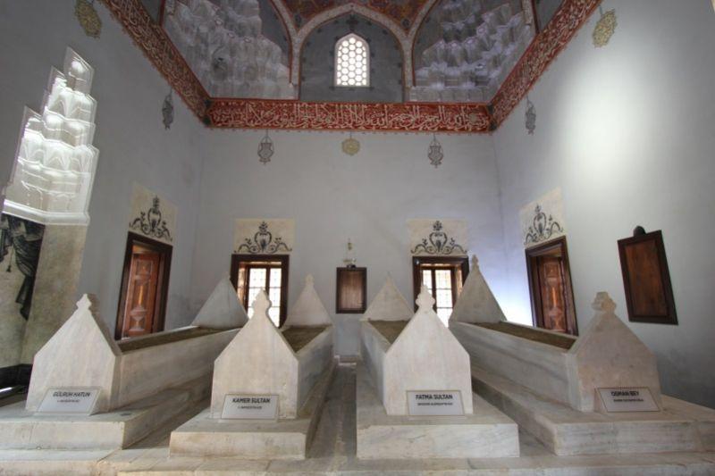 Внутри мавзолея Гюльрух Хатун