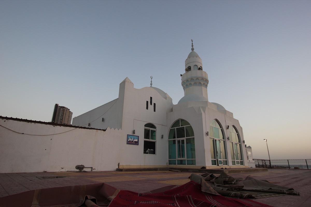 Мечеть Аль-Корниш на закате дня