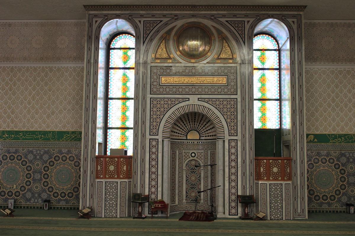 Интерьер мечети Ар-Рахма