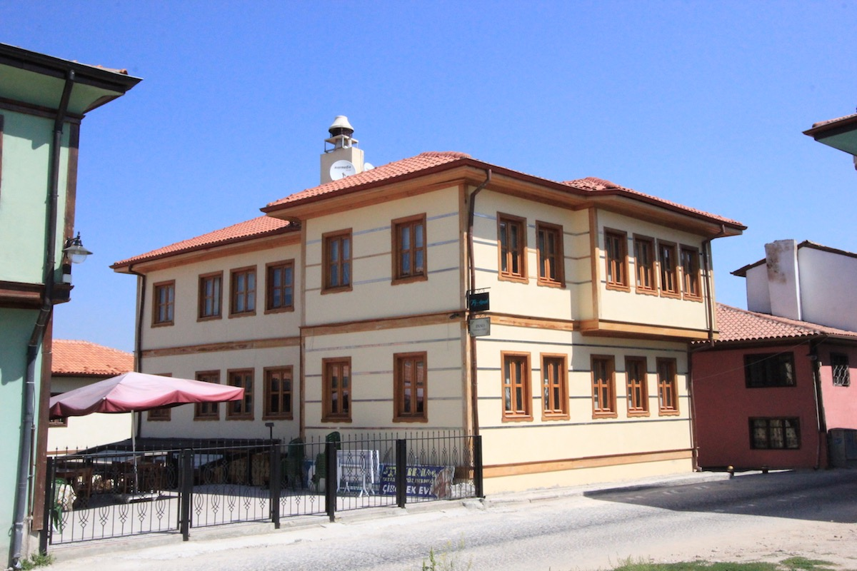 На улице Шех Шемседдин