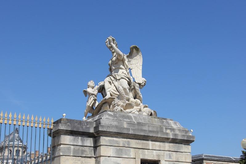 Статуя у ворот Версаля