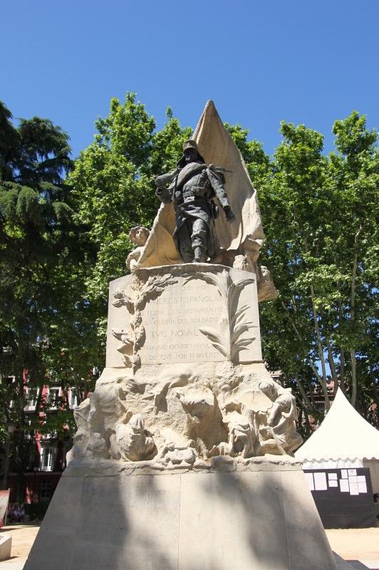 Памятник Луису Новалю Феррао на Восточной площади