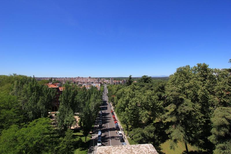 Вид с моста на улице Байлен