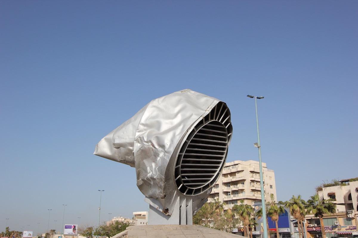 Скульптура на улице Аль-Корниш