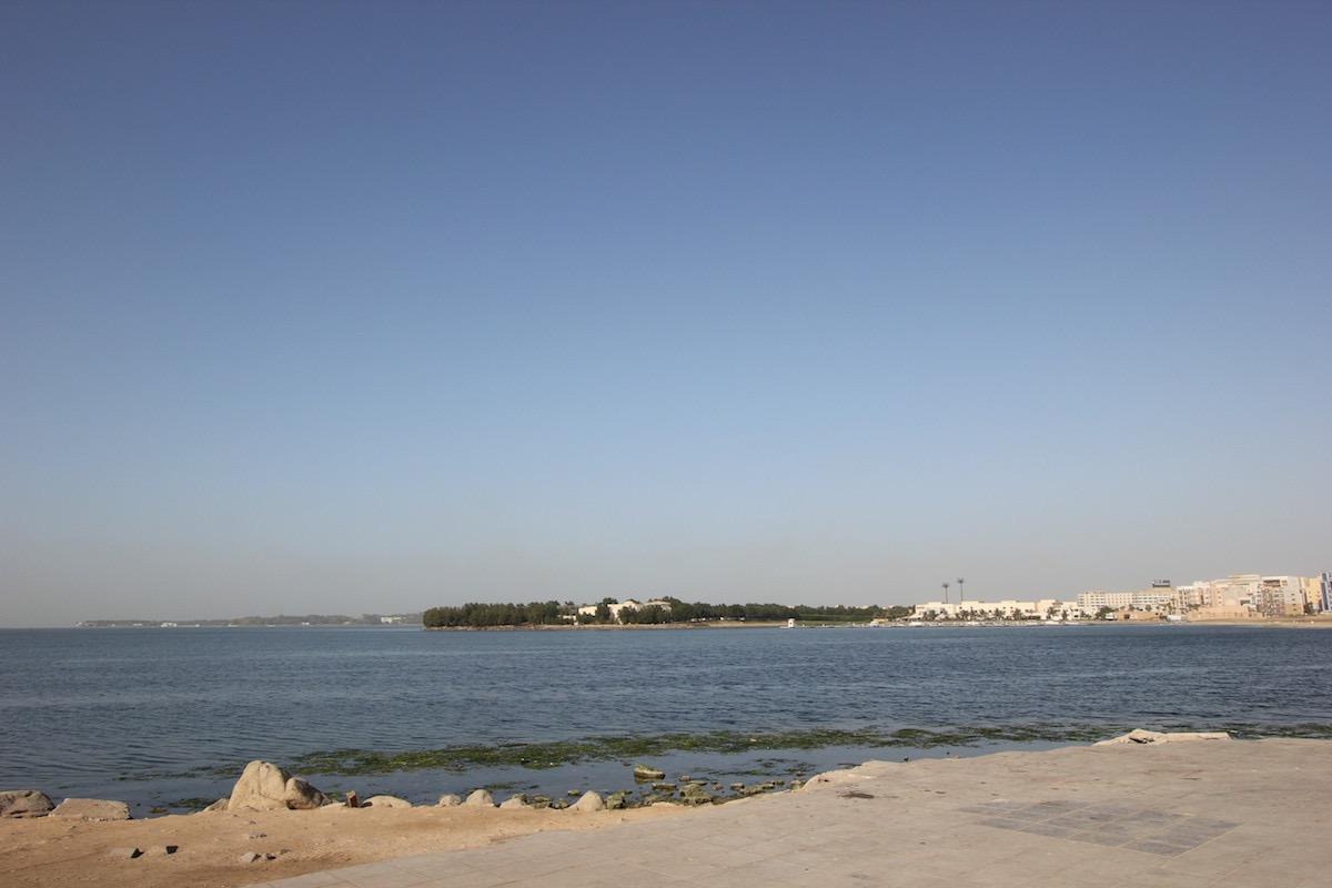 Побережье Красного моря в Эр-Рувайсе