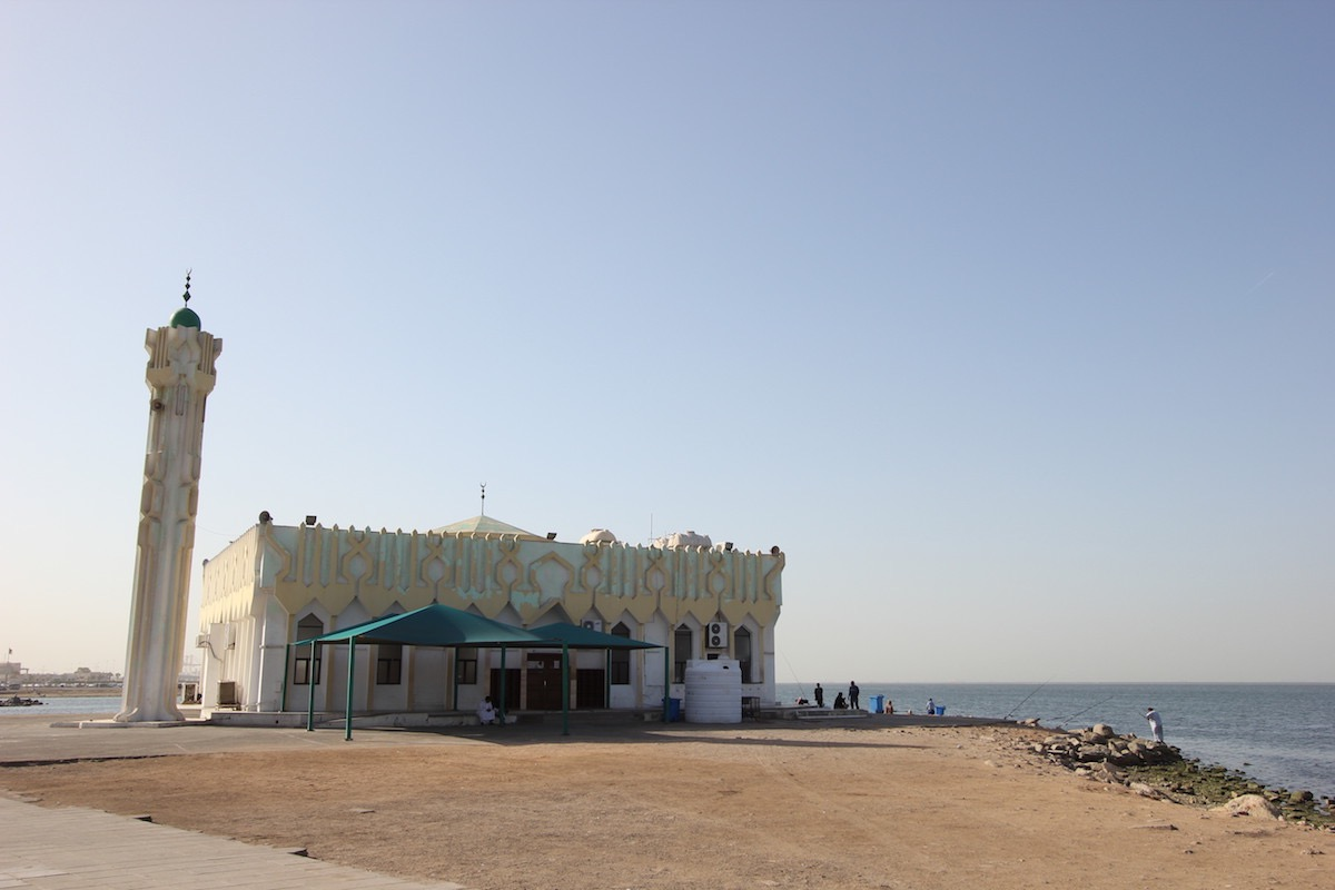 Мечеть в районе Эр-Рувайс