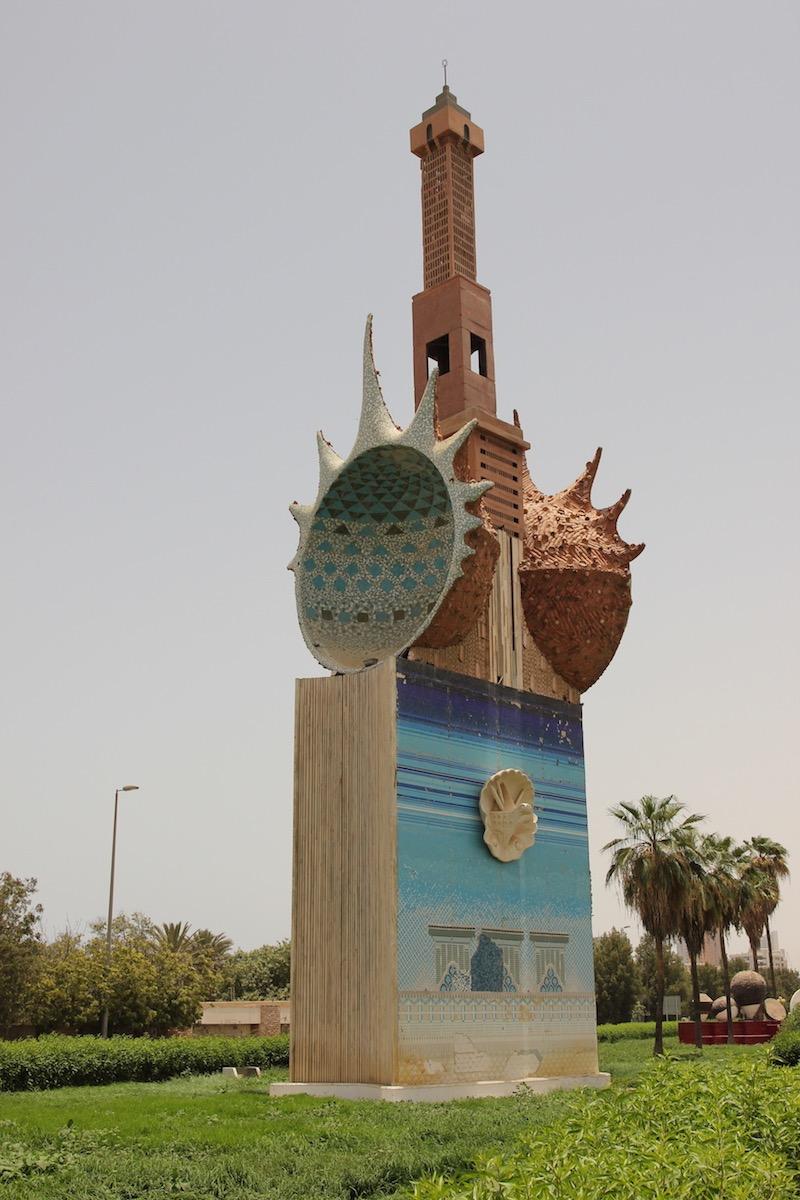 Минарет и морские раковины как нельзя лучше символизируют Джидду