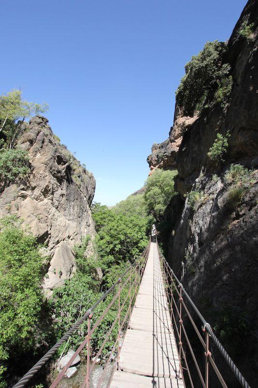 Висячий мост над ущельем