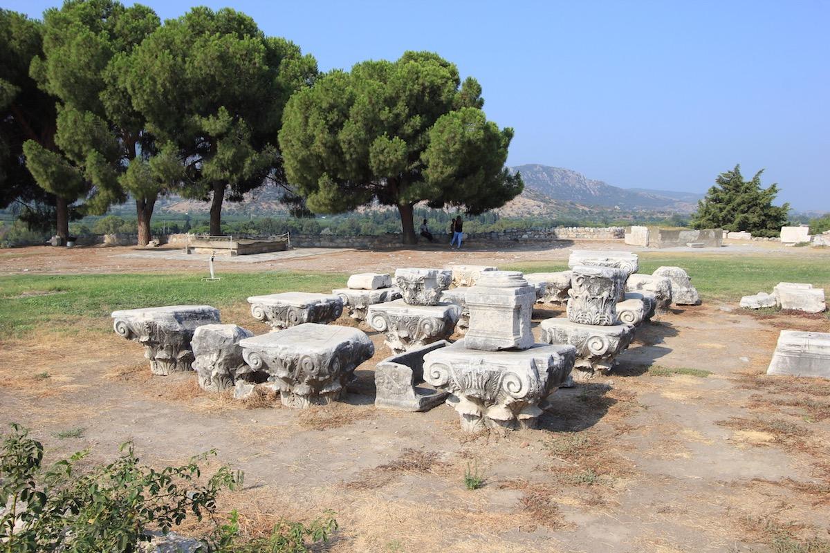 Фрагменты колонн базилики