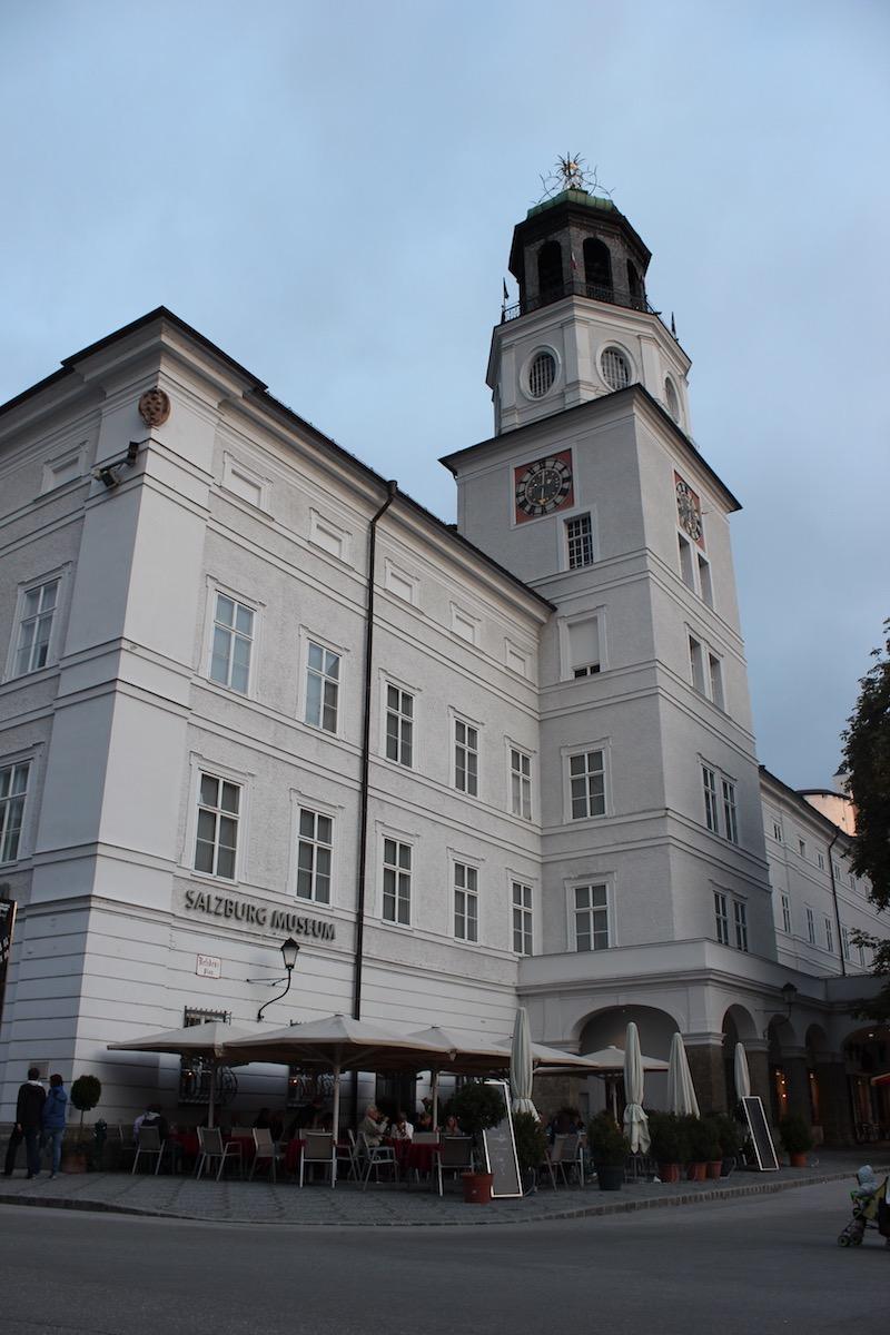 Новая Резиденция на площади Моцартплац