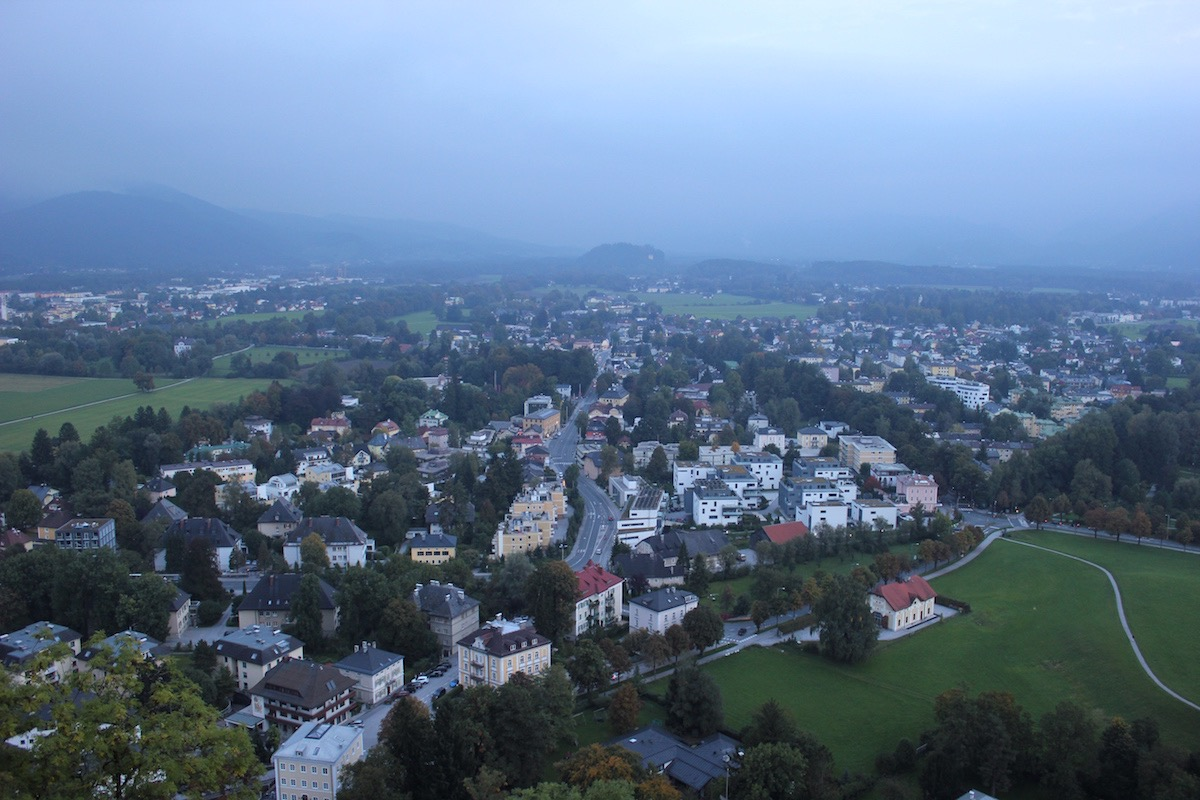 Вид на Зальцбург с юго-западной стены крепости