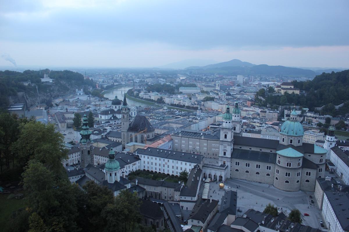 Вид на Зальцбургский собор и Францисканскую церковь
