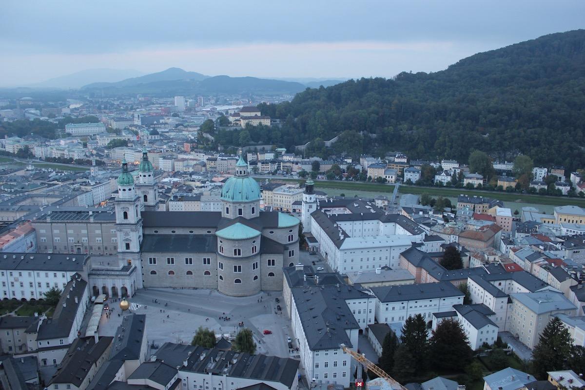 Вид на Зальцбургский собор и Капительплац